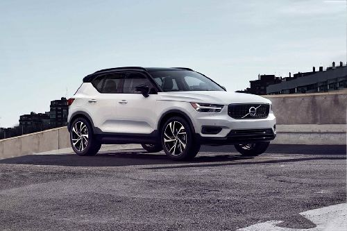 XC40 Front angle low view